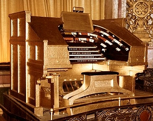 a robert-morton organ similar to Chaplin's