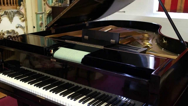 steinway grand piano with a welte spoolbox